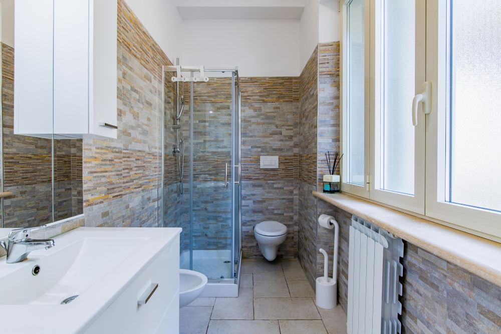 bagno camera cannella
